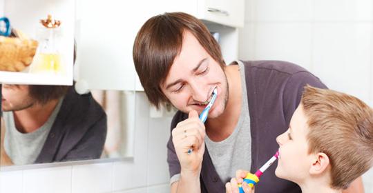 Cómo hacer un cepillado de dientes divertido en niños